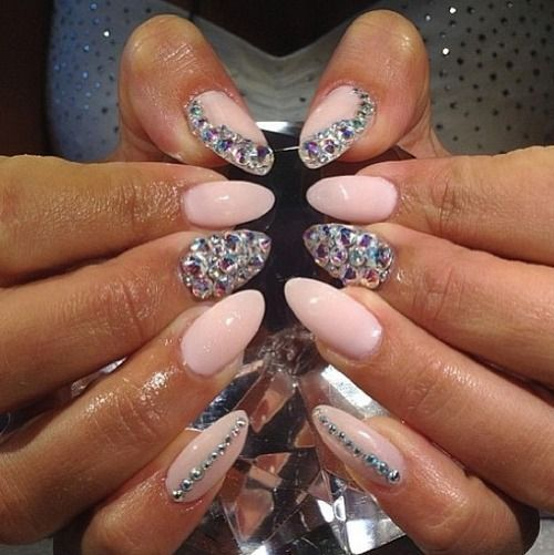 Фото крутые ногти со стразами