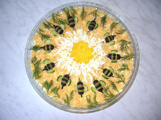 Как украсить салат с курицей и ананасами рецепт