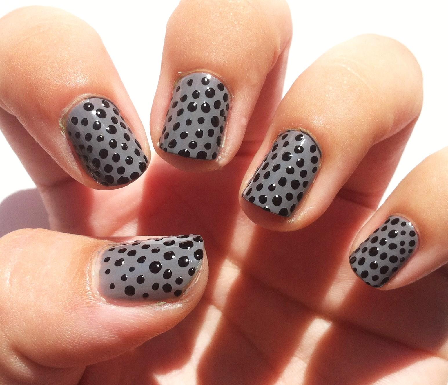 Рисунки на ногтях сетка и точки фото